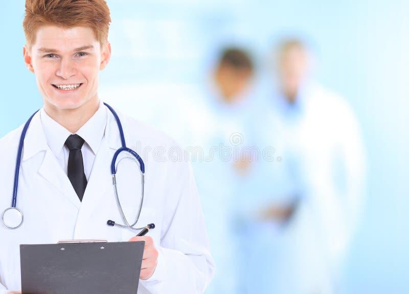 Życzliwy samiec lekarki ono uśmiecha się obraz royalty free