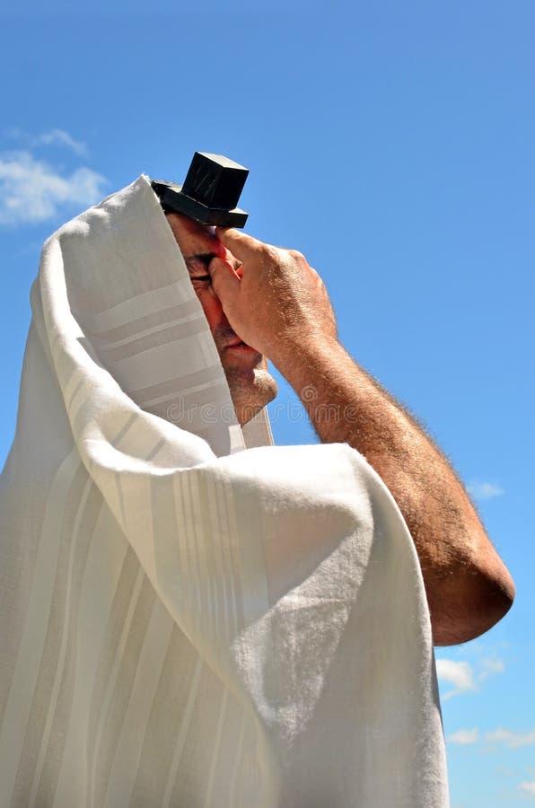 Żydowski mężczyzna ono modli się fotografia stock