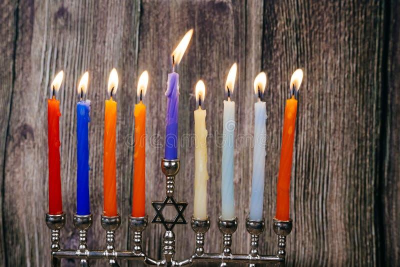 Żydowski wakacyjny Hanukkah tło z menorah nad chalkboard obraz stock