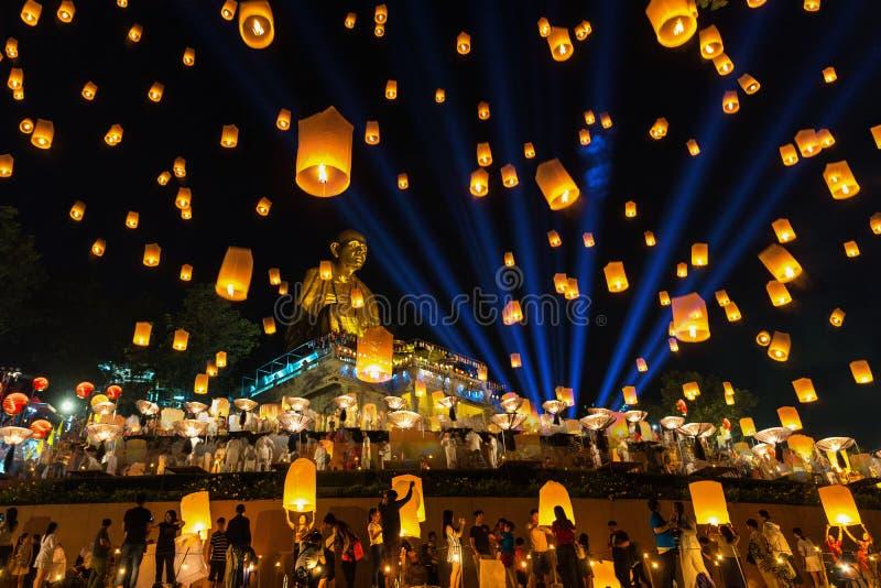 Yee Peng festiwalu, Loy Krathong świętowanie, i spławowi lampiony zdjęcie royalty free