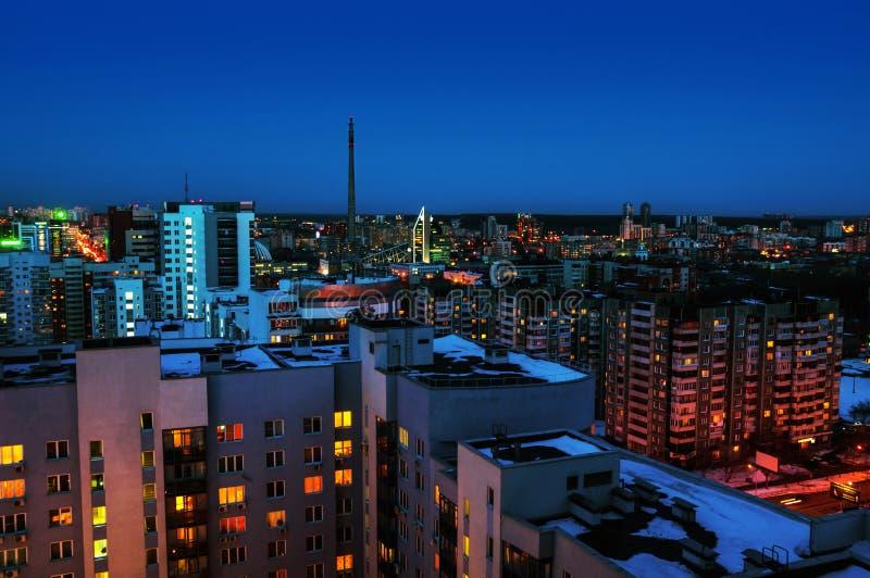 Yekaterinburg, Rusia Vista aérea del centro de la ciudad en la noche foto de archivo