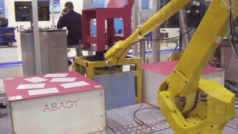 Yekaterinburg, Rusland - Juli, 2018: Robotachtige manipulator Presentatie van robotachtig wapen bij de tentoonstelling royalty-vrije stock foto
