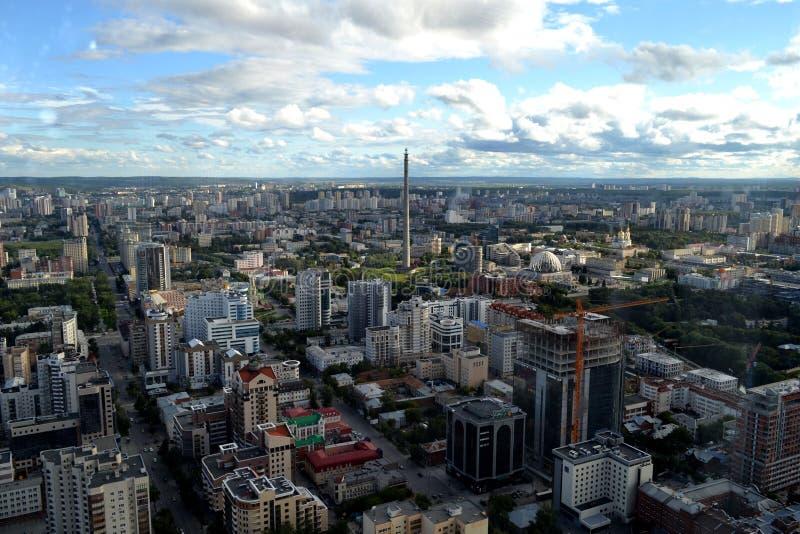 Yekaterinburgstad Panorama Weergeven van de stad van het venster op een bewolkte dag royalty-vrije stock afbeelding