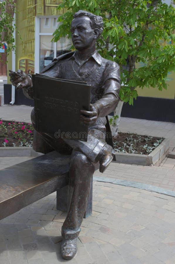 YELETS, LIPETSK/ROSJA, MAJ, - 08, 2017: rzeźbiony skład dedykujący artysta Zhukov Nikolai Nikolaevich obrazy royalty free