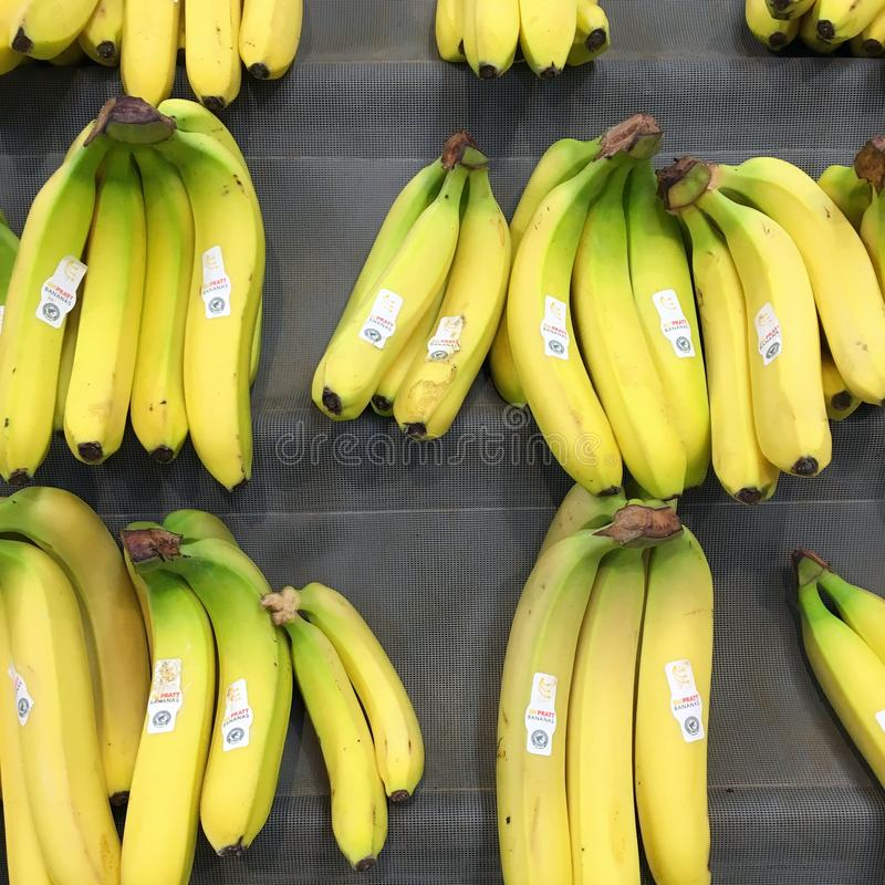 Free Yellow Bananas For Sale On A Market Stall Royalty Free Stock Images - 139909889