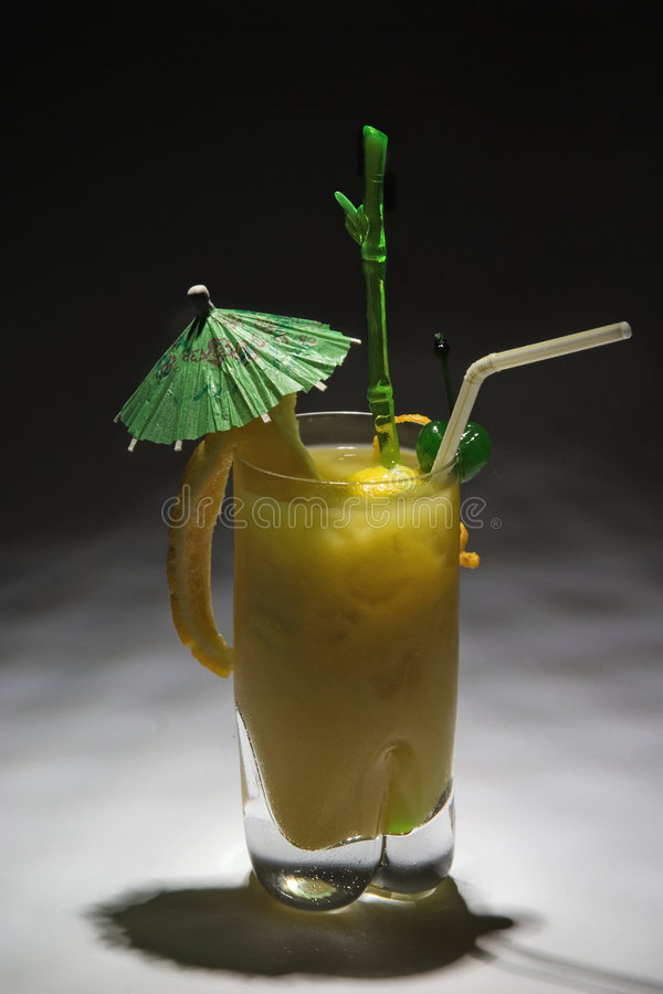 Free Yellow Drink With Green Umbrel Stock Images - 2266234