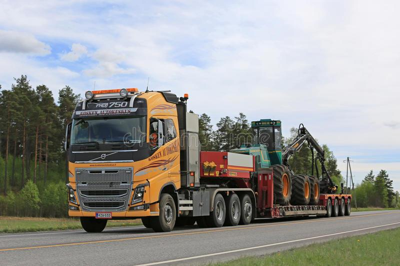 Yellow Volvo FH Transports Forestry Equipment royalty free stock photos