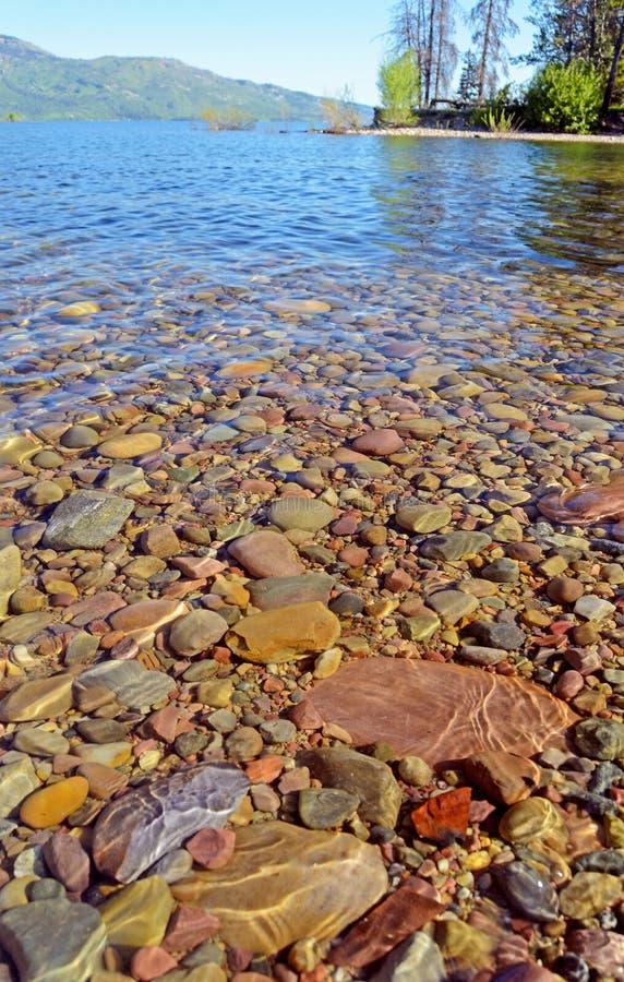 Yellowstone湖清楚的大海。 库存图片
