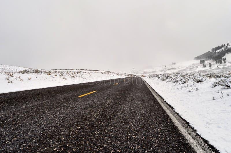 Download Yellowstone en invierno foto de archivo. Imagen de montaña - 42444990