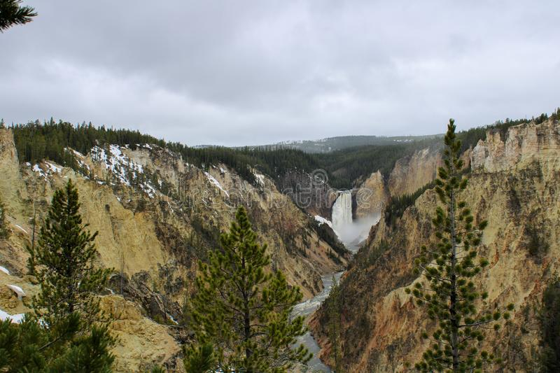 Yellowstone inf?rieur tombe en parc national de Yellowstone images stock