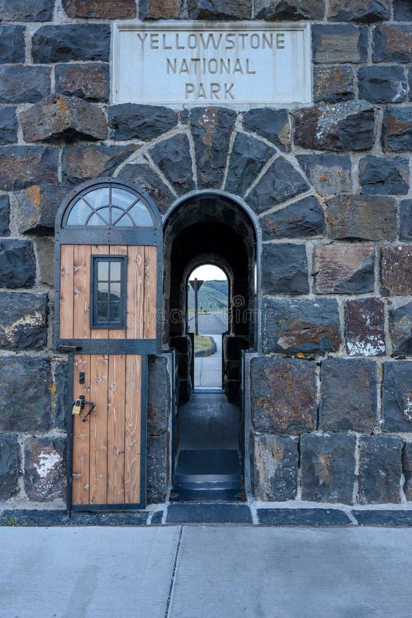 Yellowstone National Park Entrance Gate Door royaltyfri foto