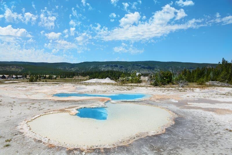 Download Yellowstone Nationalpark, USA, Hot Springs, Personer Som Stirrar Fotografering för Bildbyråer - Bild av nationellt, yellowstone: 76702215