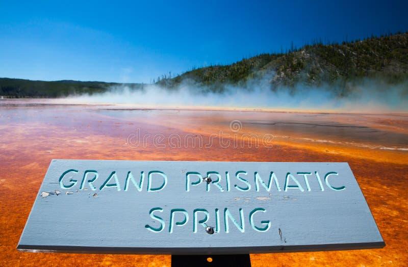YELLOWSTONE NP, WYOMING, DE V.S. - 2 JULI, 2011: De Grote Prismatische Lente in het Nationale Park van Yellowstone stock fotografie