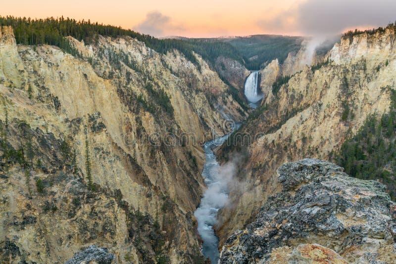 Yellowstone vermindert dalingen stock foto