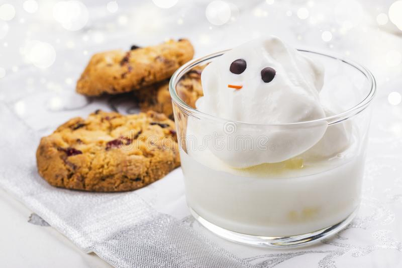 Yema y galletas para Papá Noel fotografía de archivo