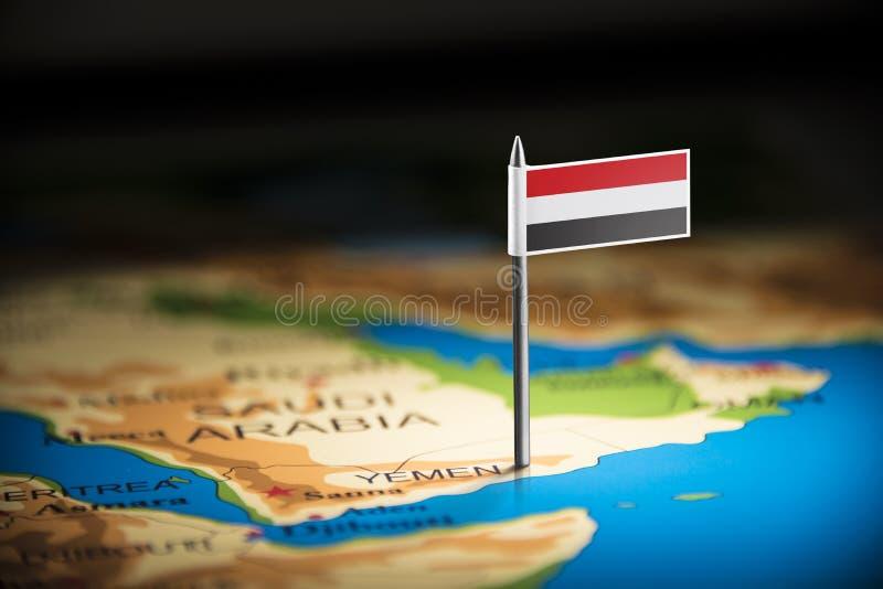Yemení marcó con una bandera en el mapa fotografía de archivo libre de regalías