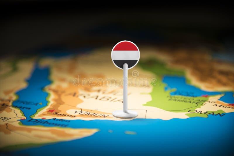 Yemení marcó con una bandera en el mapa imagen de archivo libre de regalías