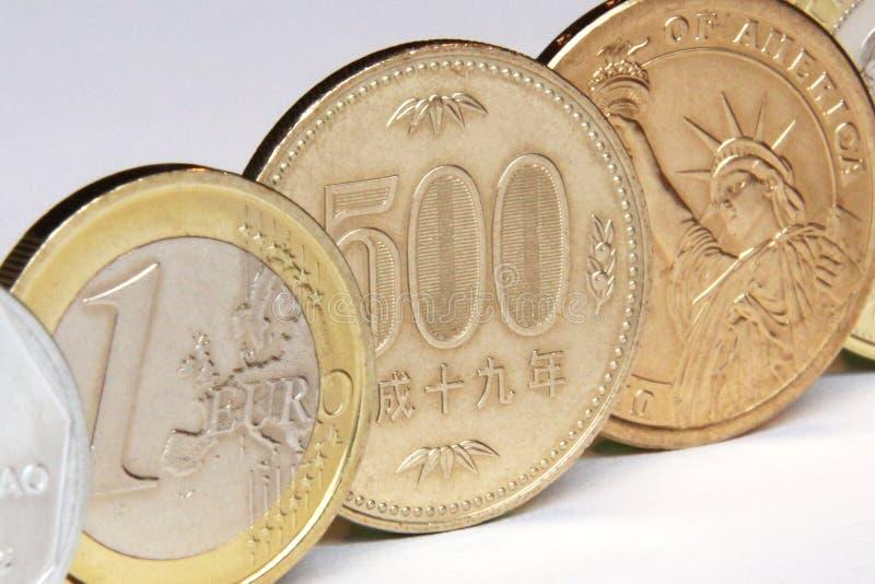 Yen-, euro- och dollarmynt royaltyfri fotografi