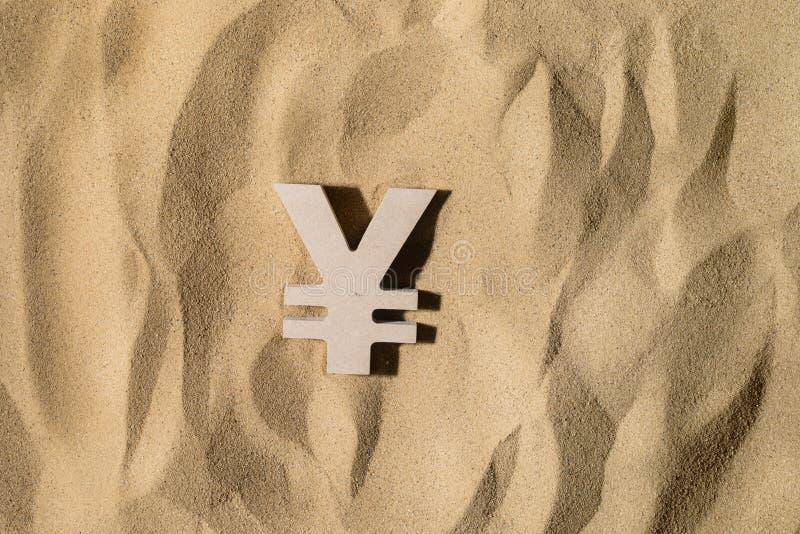 Yen Sign On la arena foto de archivo libre de regalías