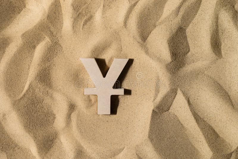 Yen Sign On le sable photos libres de droits