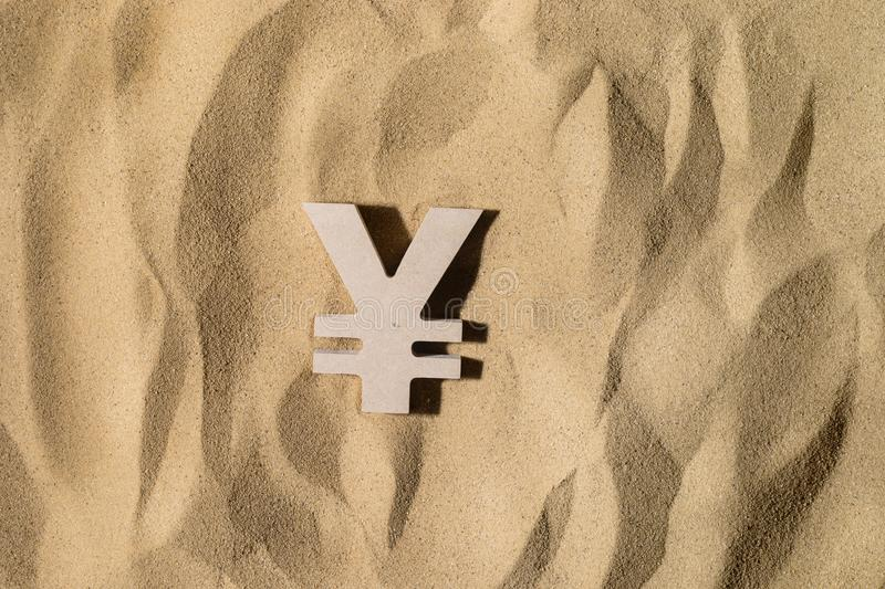 Yen Sign On le sable photo libre de droits
