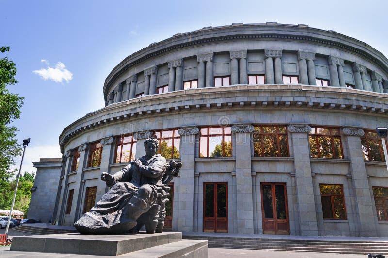 Yerevan, Armênia, em maio de 2018: Ideia aérea do teatro acadêmico nacional armênio de Opera e do bailado nomeados após Alex fotografia de stock
