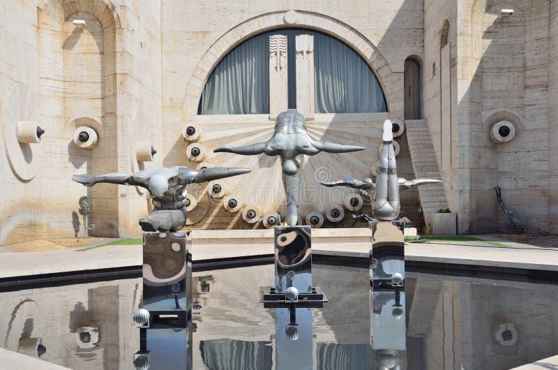 Yerevan Armenien, September, 06, 2014 Armenisk plats: Inget stads- skulptur av gymnaster på kaskaden royaltyfri bild