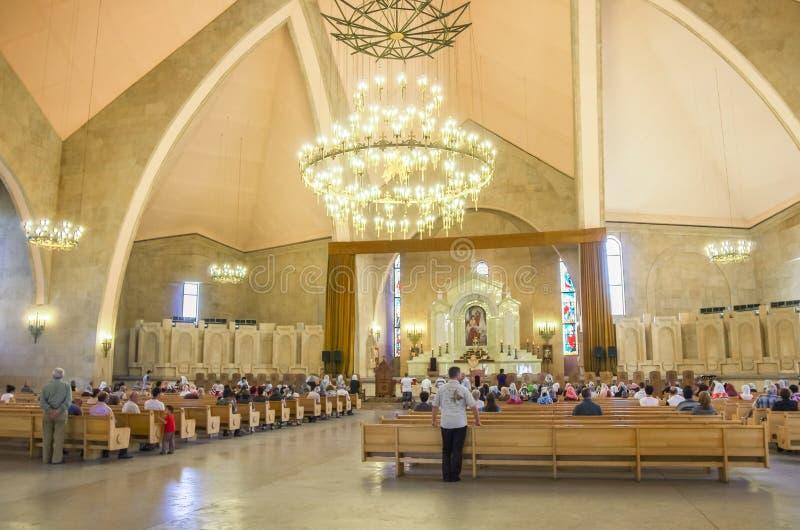 Yerevan Armenien - September 14, 2013: Inre av domkyrkan av St Gregory illuminationsenheten Yerevan Armenien Gregory royaltyfri foto