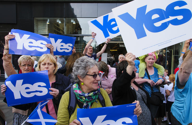 Yes supporters Scottish Indy Ref 2014. SCOTLAND Perth -- 12 Sep 2014 -- Yes volunteer campaigners in the High Street in Perth, Scotland, UK shortly before a stock photos