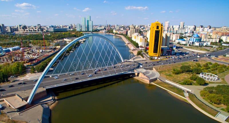 Yesil rzeka w Astana mieście zdjęcia royalty free