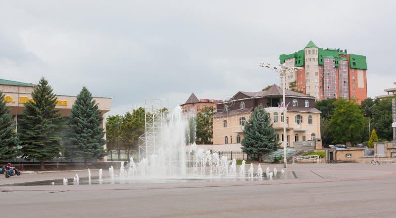 YESSENTUKI, RUSSIE - 5 AOÛT 2013 : La fontaine au centre de Yessentuki Essentuki est une station de vacances de ville située dans photo libre de droits