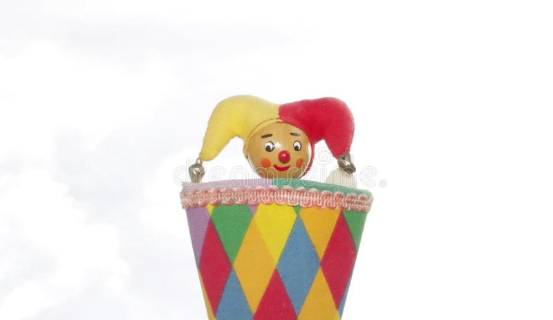 Yester, Narr, clown of mens in de doos, stuk speelgoed in kleurrijke kleding tegen hemel, drie in het concept, lager één en hoger stock foto