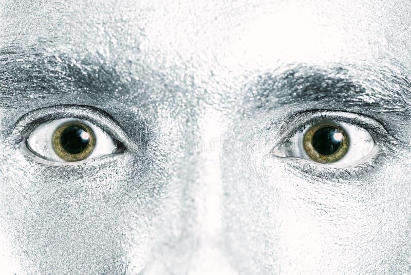 Yeux mâles verts avec la pupille dilatée photo stock