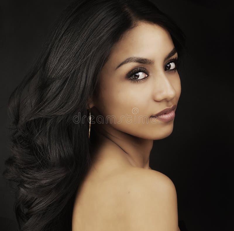 Yeux magnifiques de belle jeune femme images libres de droits