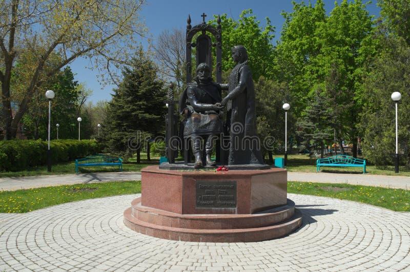 YEYSK, KRASNODAR/RUSSIA - 1° MAGGIO 2017: il monumento ai taumaturghi Peter e Fevronia di Murom immagini stock libere da diritti