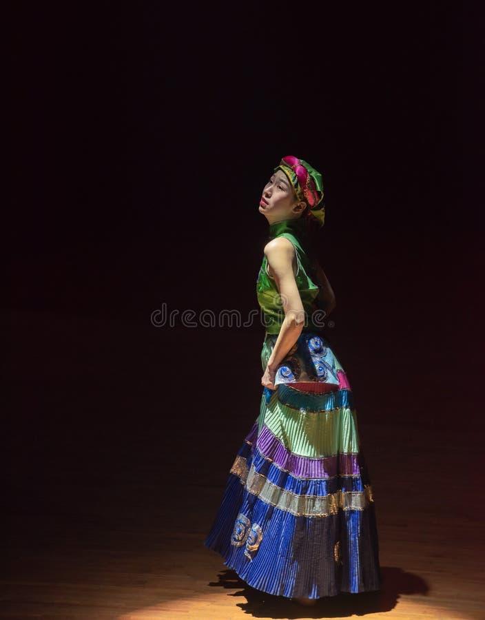Yi dziewczyn 2-Axi Yi Kostiumowy ludowy taniec obrazy royalty free