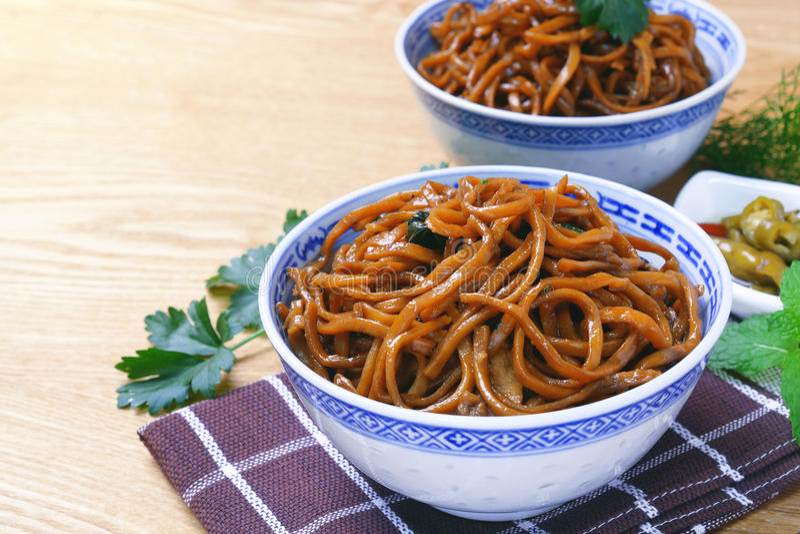 Yi mein noodle stir fried with dark caramel sauce stock photos