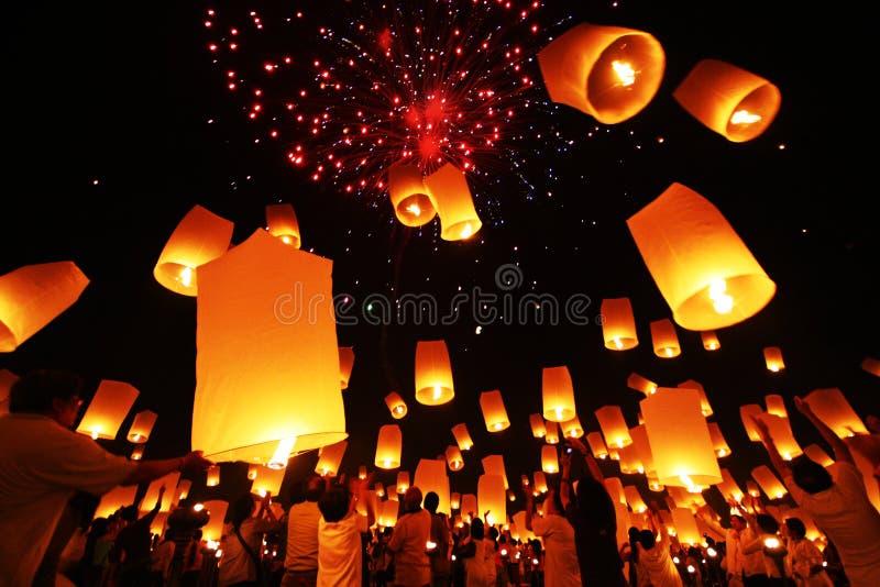 Yi Peng, fyrverkerifestival i Chiangmai Thailand royaltyfri bild