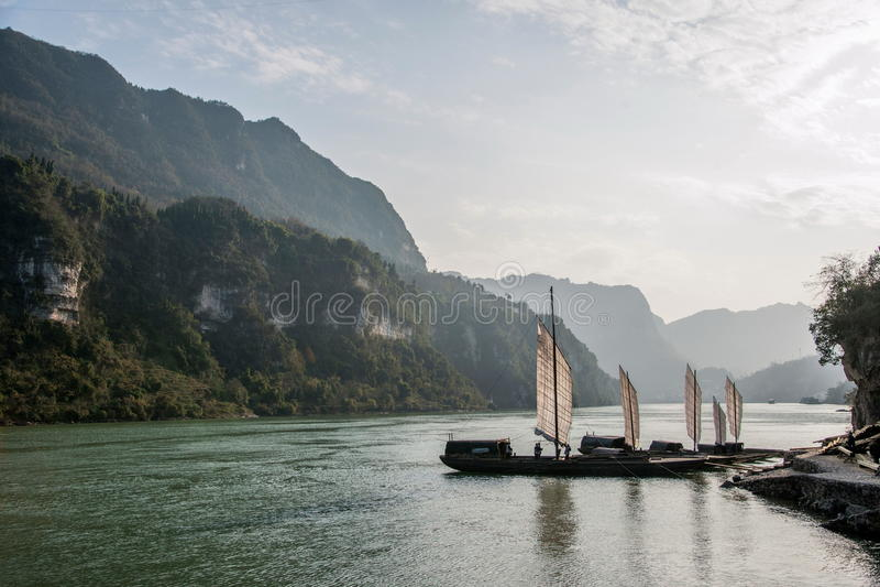 Yiling il fiume Chang Jiang Three Gorges Dengying Gap nel galeone del fiume della gola fotografia stock libera da diritti