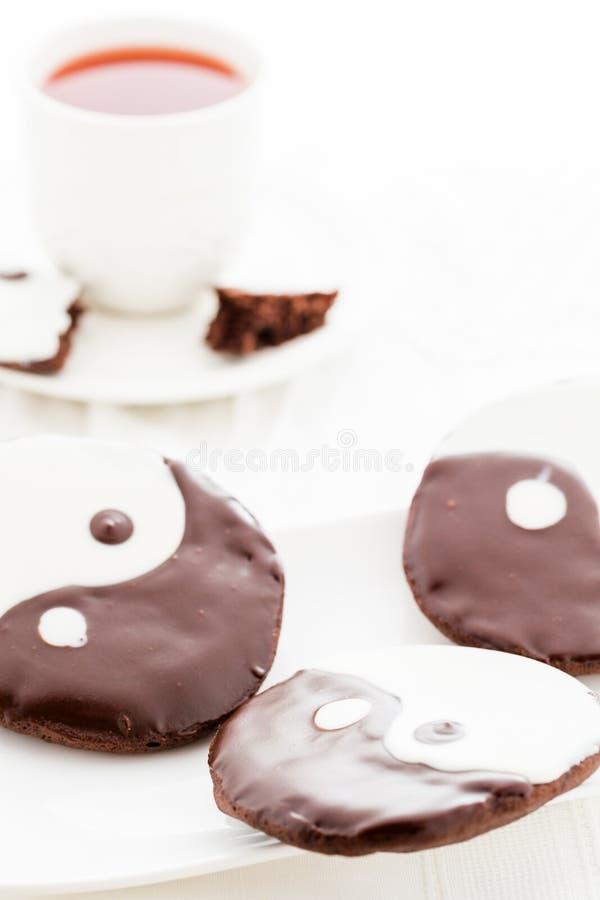 Yin e cookies de yang fotografia de stock