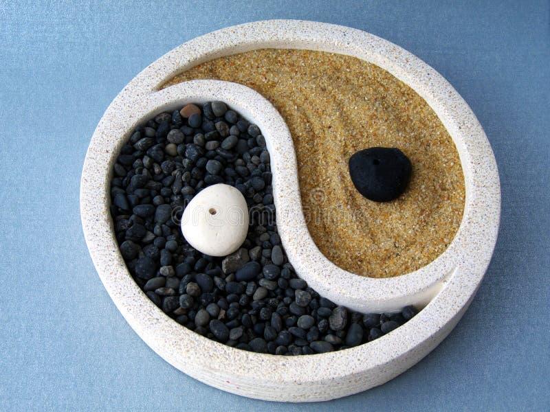 Yin en yang stock afbeeldingen