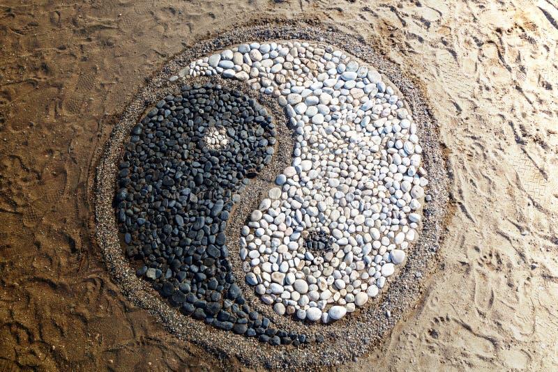 Yin och yang av stenar arkivbilder