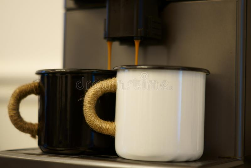 Yin y Yang del café de la mañana fotos de archivo