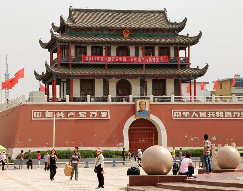 YINCHUAN NINGXIA LANDSKAP, KINA: Folkfyrkant eller södra portfyrkant i mitten av staden arkivfoto