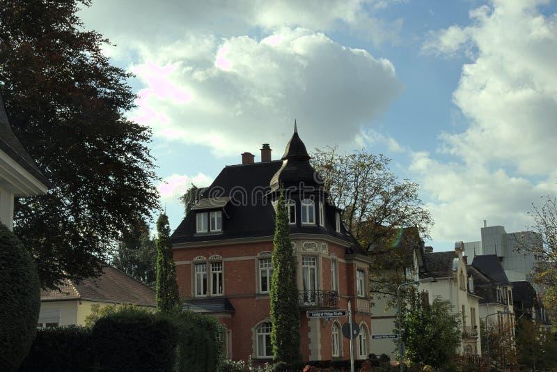 Żyjący starą willę w Frankfurt i żyjący magistrala - Am - obrazy royalty free