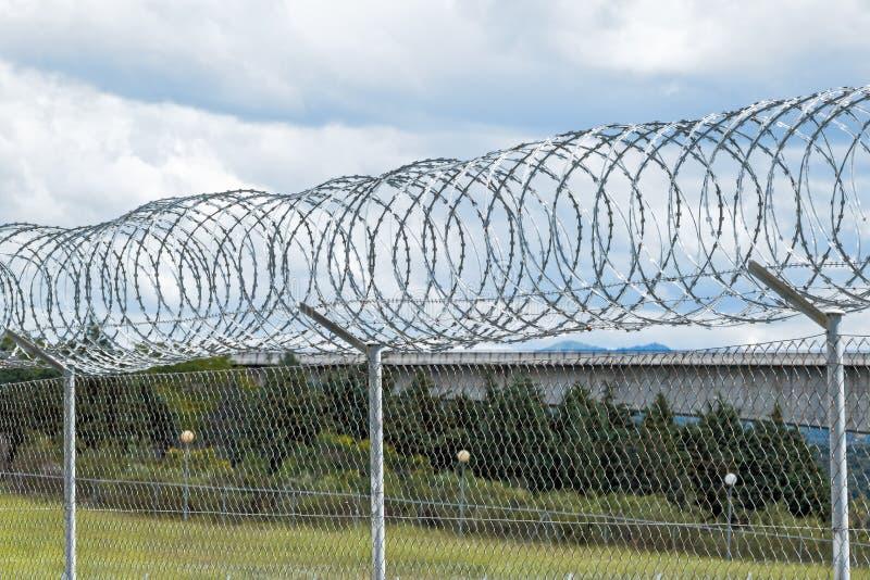 Żyletki Druciany ogrodzenie ochronne obrazy stock
