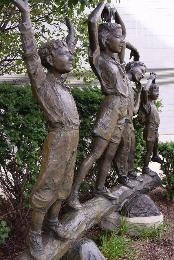 YMCA-Skulptur auf Broadway lizenzfreie stockfotos