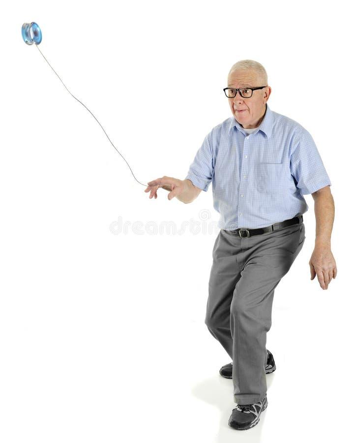 Yo-yo di gioco senior fotografia stock