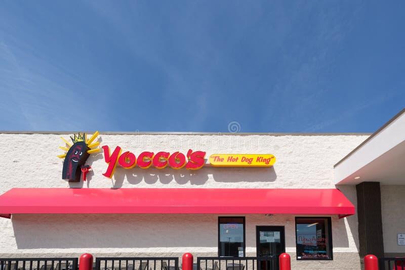 Yocco ` s hot dog restauracyjni fotografia royalty free