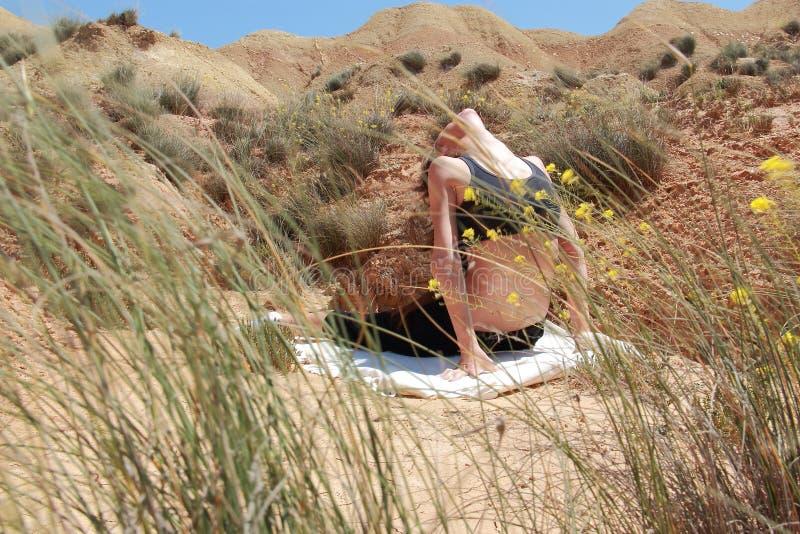 Download Yoga fotografia stock. Immagine di sportswoman, nave - 56892502